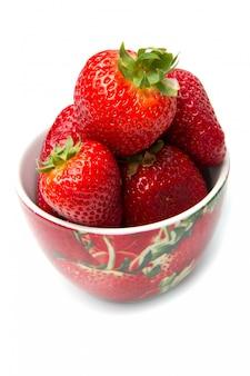 Schüssel mit roter erdbeere