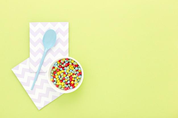 Schüssel mit süßigkeiten für die party