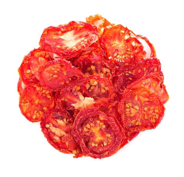 Schüssel sonnengetrocknete tomaten auf holzoberfläche, draufsicht