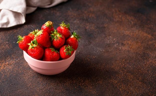 Schüssel süße frische erdbeere