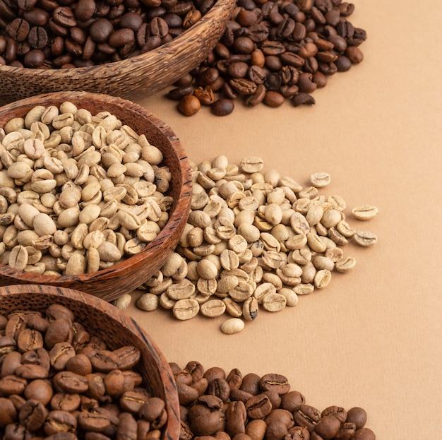 Schüsseln mit kaffeebohnen