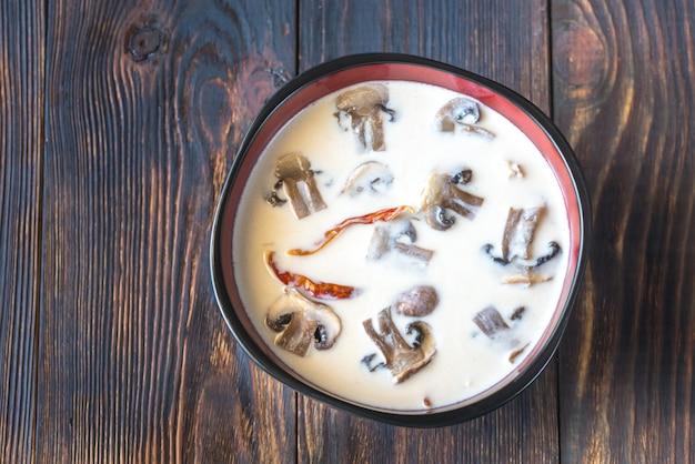 Schüsseln thai tom kha suppe