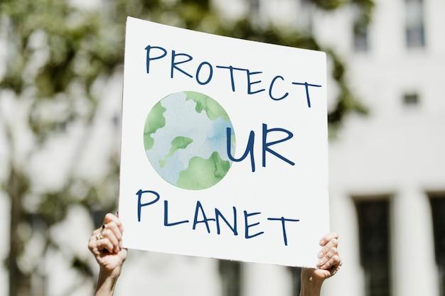 Schützen sie ihren planeten-umweltschützer, der gegen die globale erwärmung protestiert