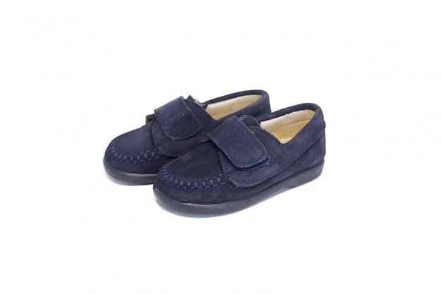 Schuh dunkelblau auf weißem hintergrund