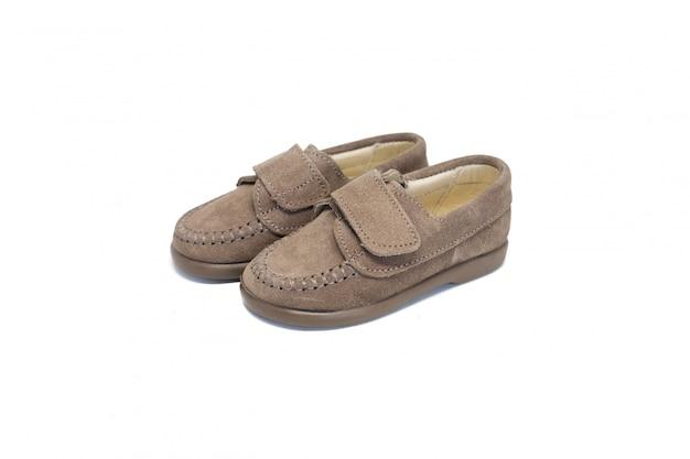 Schuh dunkle beige auf weißem hintergrund