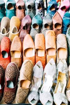 Schuhe auf dem markt in marokko
