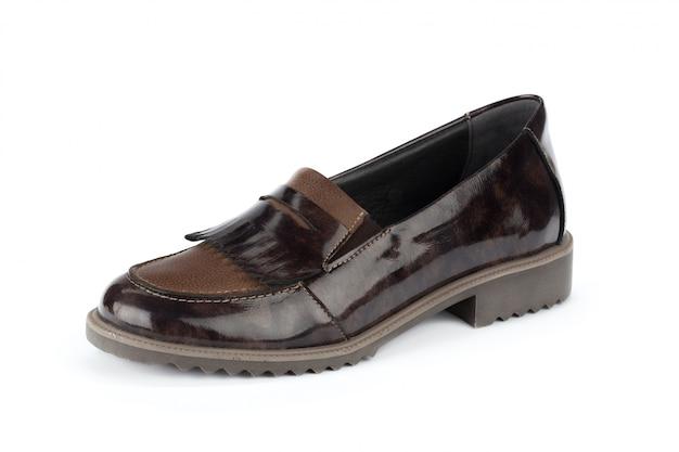 Schuhe der modernen frauen getrennt auf weißem hintergrund