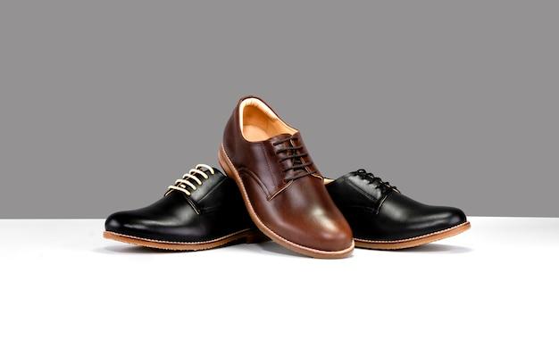 Schuhe mit schwarz und braun