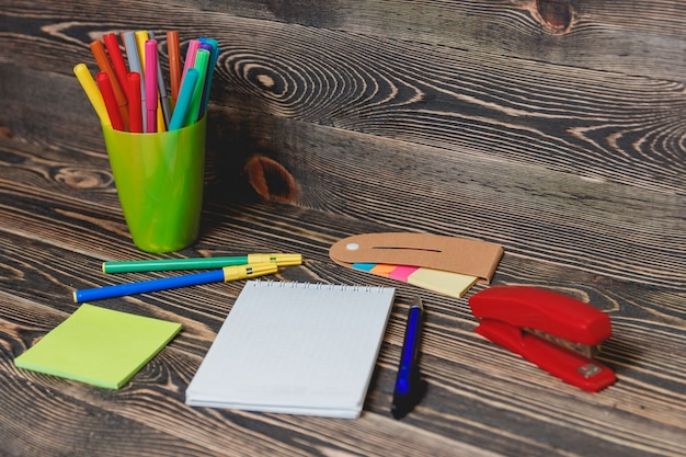 Schul- und büromaterial