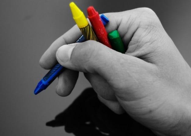 Schule malen wachskreide müssen buntstifte hand