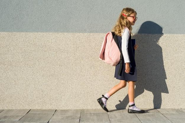 Schulmädchen der grundschule
