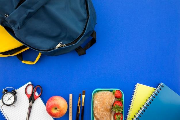 Schulmaterial mit tasche und brotdose