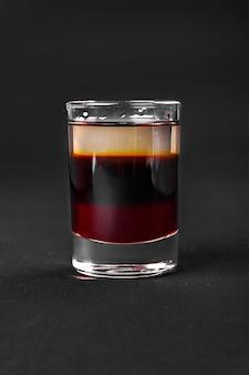 Schuss cocktail isoliert schwarz