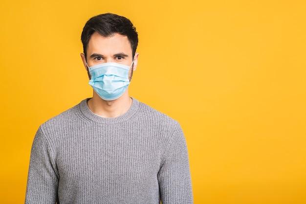 Schutz gegen ansteckende krankheiten, coronavirus, covid-19. mann, der hygienemaske trägt, um infektion zu verhindern