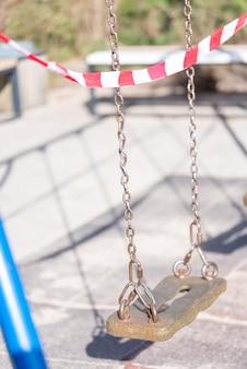 Schutzband auf spielplatz in covid 19