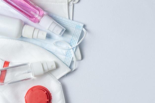 Schutzmasken und desinfektionssprays zur coronavirus-prävention