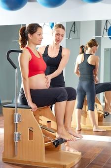 Schwangere frau pilates beinpumpen übung wunda
