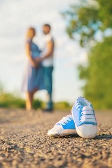 Schwangere frau und mann