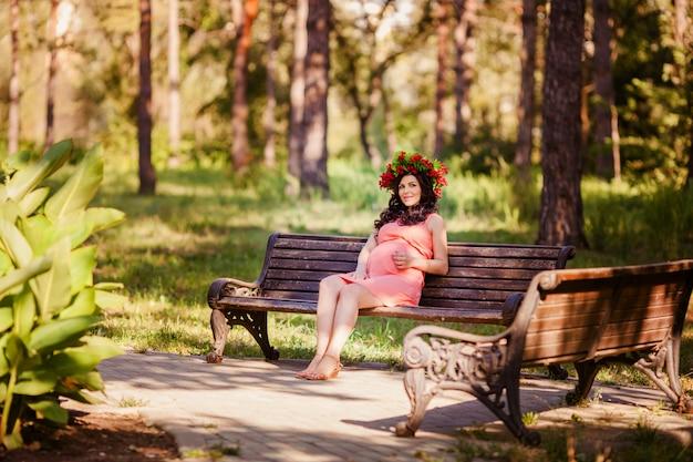 Schwangere frauen im park