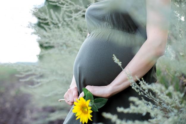 Schwangerschaft, mutterschaft und glückliches zukünftiges mutterkonzept