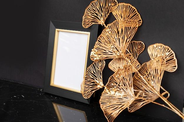 Schwarz-goldener mok-up-rahmen mit kopienraum, luxuriöser art-deco-stil der 20er jahre