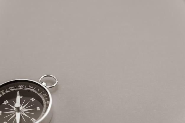 Schwarz-weiß-kompass nahaufnahme