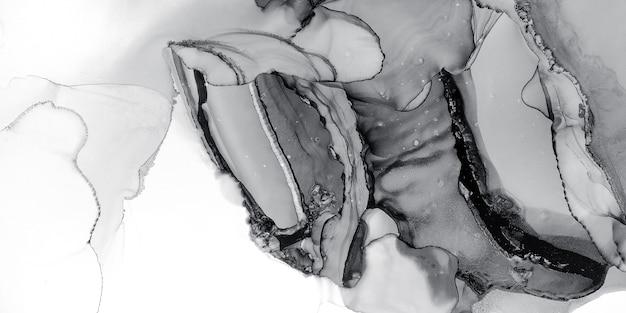 Schwarz-weiße tintenflüssigkeit. monotone malerei. silbernes pinselpapier. pastell-grafik-hintergrund. graue nasse oberfläche. platin zerkratztes layout. abstraktes design. dunkelschwarz-weiße tintenflüssigkeit.