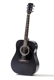 Schwarze akustische gitarre