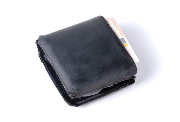 Schwarze alte lederbrieftasche mit banknoten