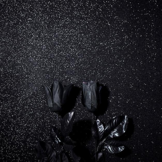 Schwarze blumen für halloween-nacht