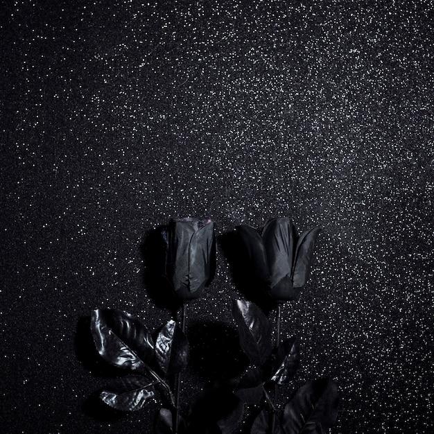Schwarze blumen für halloween nacht