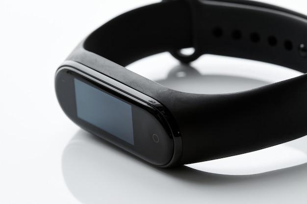 Schwarze fitnessuhr oder aktivitäts-tracker