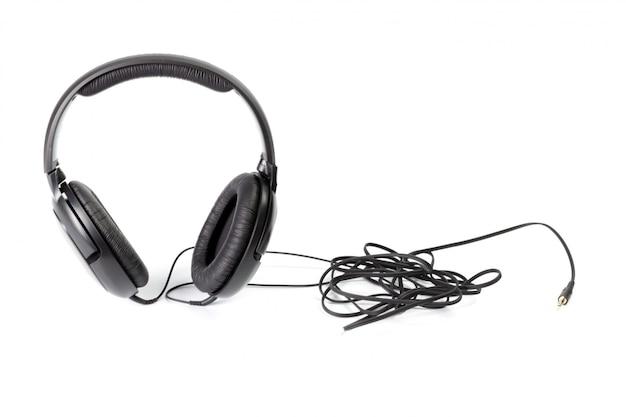 Schwarze kopfhörer getrennt auf weiß