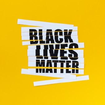 Schwarze lebensmaterie-nachricht mit gelbem hintergrund