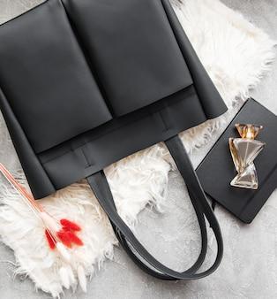 Schwarze ledertasche