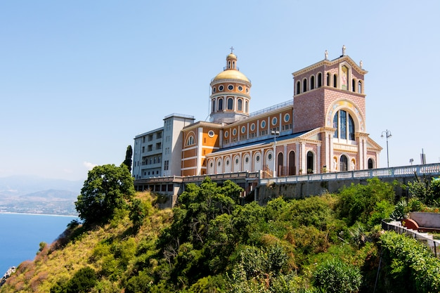 Schwarze madonna-kirche in tindari, sizilien