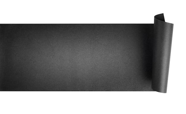 Schwarze papierrolle auf weißem hintergrund isoliert
