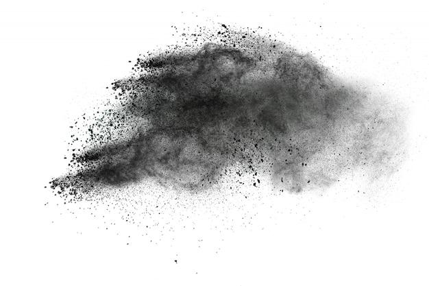Schwarze partikel splatter auf weißem hintergrund. schwarzpulverstaub platzt.