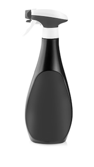 Schwarze plastikflaschen mit reinigungsmitteln und blumen. auf weißem hintergrund isoliert