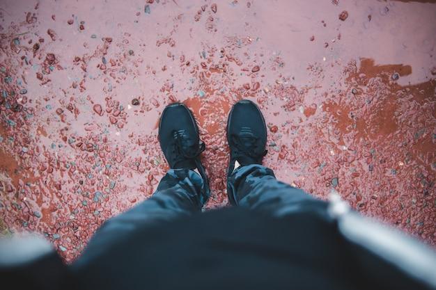 Schwarze schuhe nahaufnahme fotografie