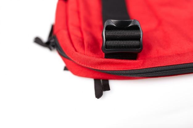 Schwarze seitliche acculoc-schnalle mit kunststoffverschluss