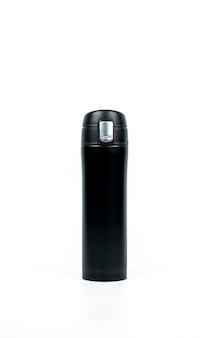 Schwarze thermosflasche auf weißem hintergrund mit kopienraum