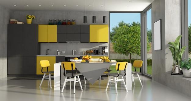 Schwarze und gelbe moderne küche mit esstisch und stühlen