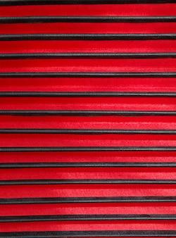 Schwarze und rote streifen