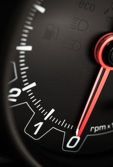 Schwarzer auto-tachometer