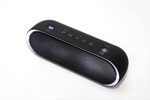 Schwarzer bluetooth-lautsprecher mit lichtern