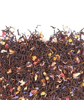 Schwarzer ceylon-tee mit kandierten früchten