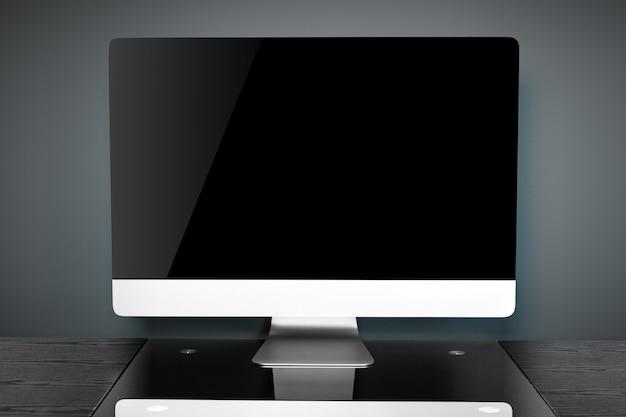Schwarzer computer auf einer schwarzen tabelle im büro