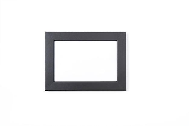 Schwarzer fotorahmen auf weißem hintergrund