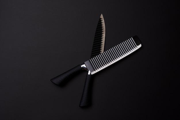 Schwarzer freitag konzeptsatz scharfe küchenmesser schwarze messer auf dunklem hintergrund